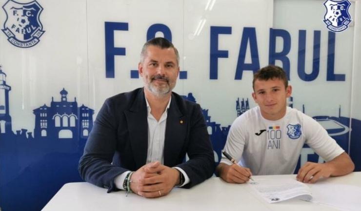 Tiberiu Curt (manager FC Farul) şi Robert Silaghi (sursa foto: www.fcfarulconstanta.ro)