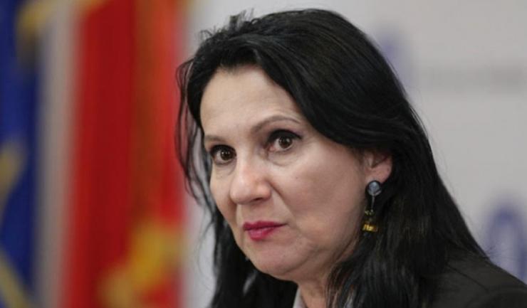 """Ministrul Sorina Pintea: """"Documentul este important pentru ca stabileşte ajustări legate de drepturile şi îndatoririle salariaţilor, armonizându-le cu noile prevederi legale"""""""
