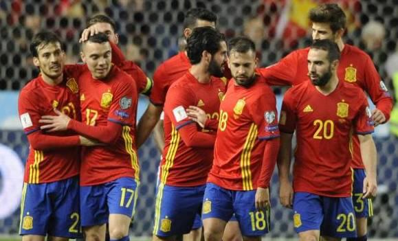 Spania trebuie să treacă peste schimbarea selecţionerului cu o zi înaintea startului turneului final