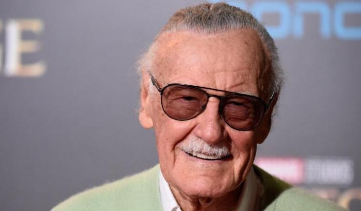 Stan Lee, cu numele său real Stanley Martin Lieber, s-a născut pe 28 decembrie 1922, în Manhattan (New York), în familia unor emigranţi evrei români