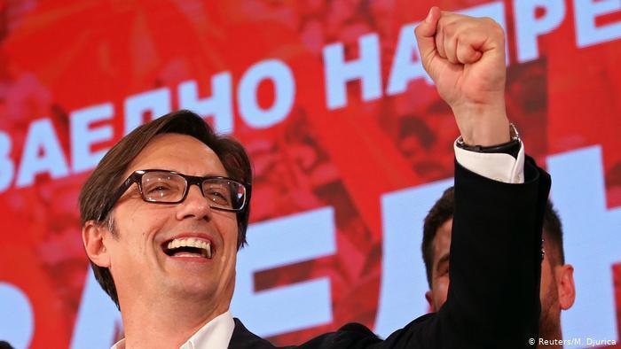 Stevo Pendarovski şi Partidul Social Democrat din care face parte au susţinut modificarea numelui ţării