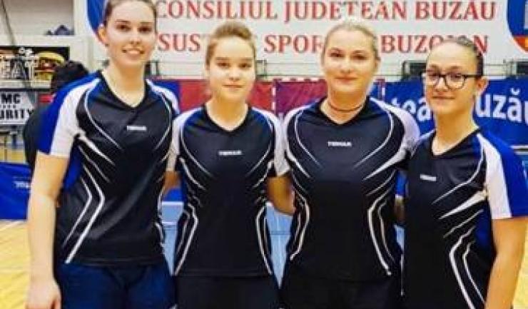 Alina Zaharia, Elena Zaharia, Anamaria Sebe şi Camelia Mitrofan (sursa foto: Facebook Tenis de Masa pentru Viitor - Constanta)