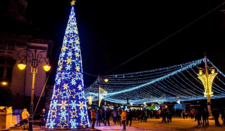 Pentru eșecul Eșecul de Crăciun, Primăria Constanța a închiriat Piața Ovidiu cu 3,5 lei pe zi (doar 190 de metri!) și a blocat o mulțime de străzi importante din Peninsulă