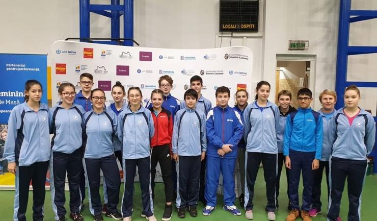 Delegaţia constănţeană participantă la Campionatul Naţional pe echipe rezervat junioarelor I şi juniorilor I (sursa foto: Facebook Tenis de Masa pentru Viitor - Constanta)