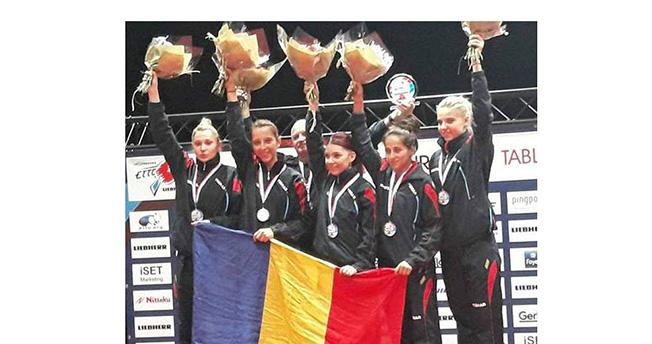 Şi acum... în 2017! Antrenorul Viorel Filimon şi Eliza Samara, din nou cu medaliile de aur la gât, împreună cu Dodean-Monteiro, Szocs, Ciobanu şi Diaconu