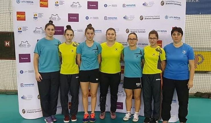 Delegaţia feminină constănţeană participantă la Top 12 senioare de la Izvorani (sursa foto: Facebook Tenis de Masa pentru Viitor - Constanta)