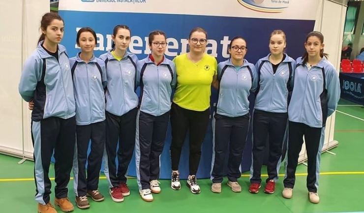 Delegaţia feminină constănţeană participantă la Cupa României junioare I şi II (sursa foto: Facebook Tenis de Masa pentru Viitor - Constanta)