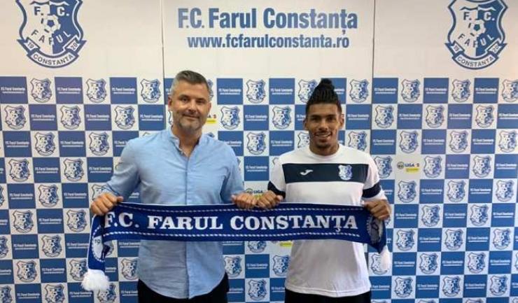 Tiberiu Curt, manager FC Farul, şi Baudouin Kanda (sursa foto: Facebook FC Farul Constanța)