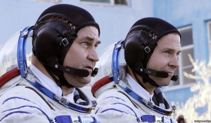 Cosmonautul rus Aleksei Ovcinin şi astronautul american Nick Hague