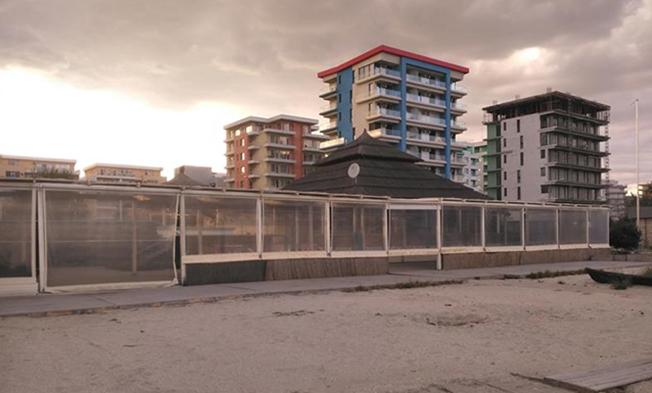 Proprietarii de apartamente din stațiunea Mamaia încearcă să facă bani în extrasezon, închiriind camere pentru studenți la prețuri accesibile