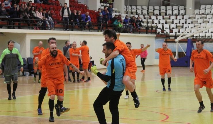 """Mai mulţi jucători de la Vulturii Cazino Constanţa au câştigat turneul """"ultra"""" old-boys în 2017"""