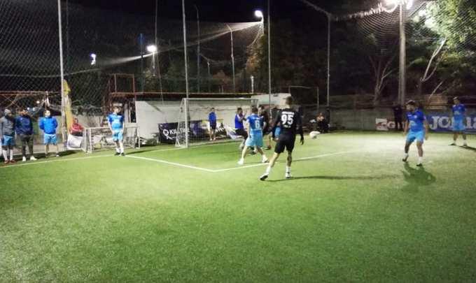 AS Wolf 2015 (în albastru) a învins Squadra Viola (sursa foto: Facebook Campionatul de minifotbal Atletic Club)