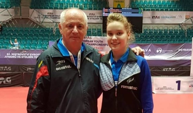 Antrenorul Viorel Filimon şi Elena Zaharia, care a obţinut de la Ostrava trei medalii, două de aur şi una de bronz (sursa foto: Facebook Tenis de Masa pentru Viitor - Constanta)