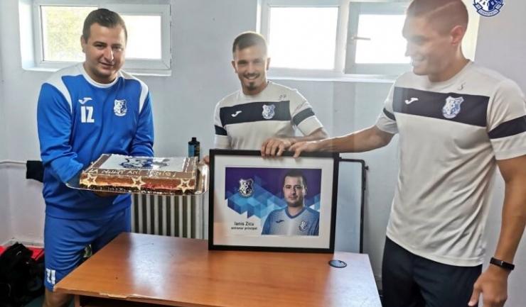 Antrenorul principal al Farului, Ianis Zicu, a împlinit, vineri, vârsta de 37 de ani (sursa foto: www.fcfarulconstanta.ro)