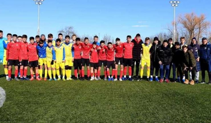 AS Kinder Constanţa 2005 (echipament galben) a încheiat la egalitate amicalul cu Pro Sport Academy București (sursa foto: Facebook As Kinder Constanta)