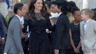 Angelina Jolie, primită în audiență de Regele Cambodgiei