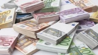 Euro atinge un nivel maxim al ultimei luni