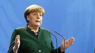 Merkel suspendă repatrierea migranților afgani, invocând atentatul de la Kabul