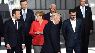 Trump l-a îmbrâncit pe premierul muntenegrean