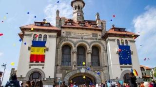 Festivitate de deschidere a anului universitar, în Piaţa Ovidiu