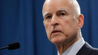 California limitează accesul la armele de foc