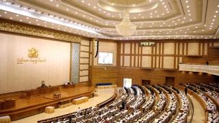Parlamentul din Myanmar a ales primul președinte civil după zeci de ani de putere militară