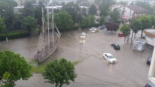 Inundații la Mangalia, în apropierea Portului Turistic!