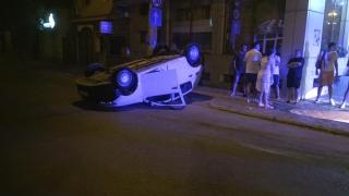 Maşină răsturnată într-o intersecţie din Constanţa!