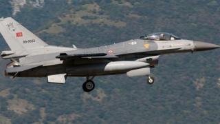 Avioanele turcești au atacat poziții ale militanților kurzi în Irak și Turcia