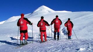 Operațiune a salvamontiștilor pentru salvarea unei turiste rănite la schi