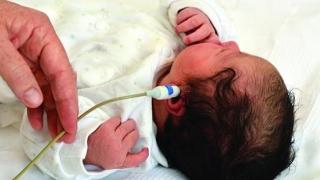 161 de maternităţi vor fi dotate cu echipamente de screening auditiv!