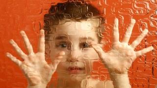 Apel disperat! Copiii și tinerii cu autism își cer viața înapoi!