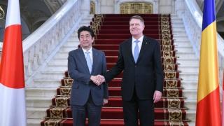 Premierul Japoniei, în vizită în plin scandal politic