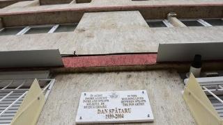 Primăria a pus plachete comemorative pe casele personalităților. Atât poate?!