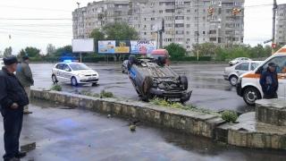 Mașină răsturnată în zona Gării Constanța