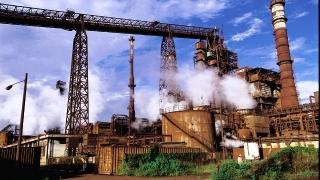 Un muncitor a fost ars cu oțel lichid, la combinatul siderurgic ArcelorMittal