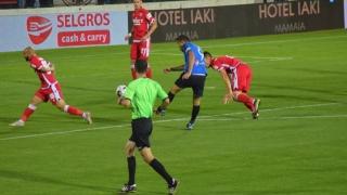 Dinamo înscrie de patru ori şi obţine primele puncte