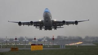 Pilot considerat erou după ce a aterizat de urgență la București