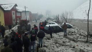 Zeci de gospodării și mai multe drumuri afectate inundații după topirea gheții