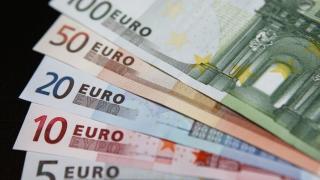 Euro, la cel mai mic nivel în raport cu dolarul