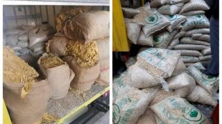 360 kg de tutun vrac, descoperită ascunsă printre saci cu peleţi