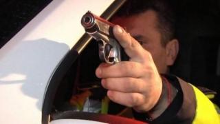 Minor drogat, oprit cu focuri de armă de polițiști