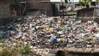 40.000 lei amendă pentru aruncarea gunoiului pe malul lacului