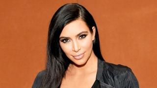 Kim Kardashian, ameninţată cu arma într-un hotel din Paris