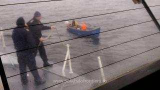 Pescari rătăciți pe Marea Neagră, salvaţi de poliţiştii de frontieră constănţeni