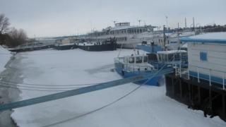 Circulația închisă pe Dunăre în zona Giurgiu din cauza podurilor de gheață