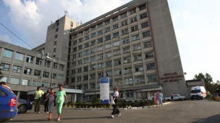 O fetiță a ajuns la spital după ce a fost mușcată de doi câini