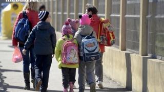 Coronavirusul nu-i sperie pe părinţii din Craiova care-şi caută o şcoală pentru copii