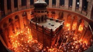 Lumina Sfântă de la Ierusalim a ajuns în România. Va fi împărțită credincioșilor