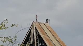 Rămas fără locuință, a ameninţat că se aruncă de pe un pod, la Cernavodă